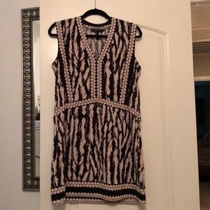 Patterned dress with v-neckline!